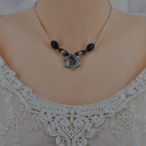 Collier romantique, perles noires, fleur et chaîne argentée, Réf. 209