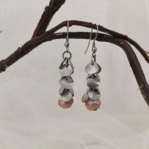 Boucles d'oreilles cascade argent et perle rose.