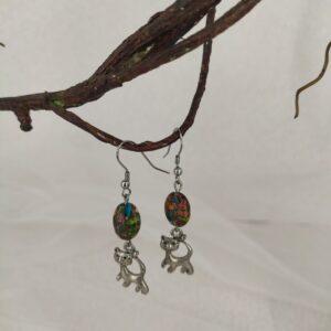 Boucles d'oreilles chats argentées et jaspe multicolore. Réf. 152