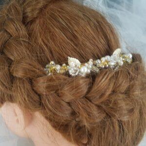 Peigne pour futures mariée au thème chic, perles et feuilles, blanc nacré et doré, Réf. 85