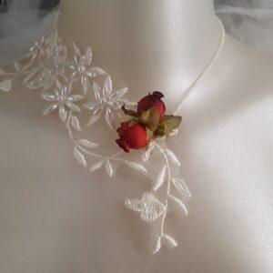 Collier pour mariée au thème chic et raffiné, en dentelle perlée et roses rouges, Réf. 97